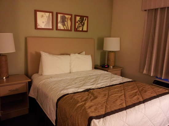 Extended Stay America - Atlanta - Vinings: Bed
