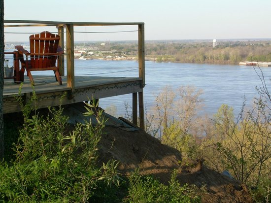 Sunset View Guest Cottages: Deck overlooking river.