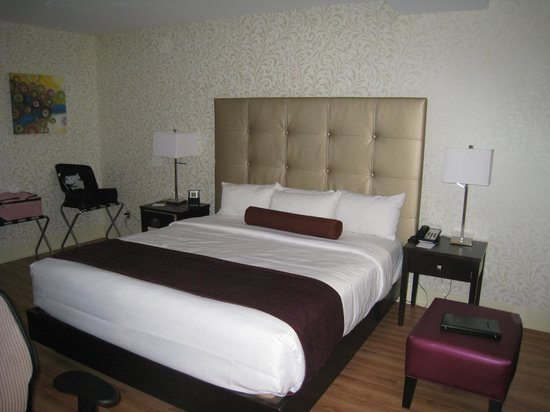 BEST WESTERN PLUS Montreal Downtown-Hotel Europa: Lit king