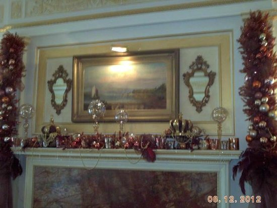 Walnut Grove, CA: One of the mantles