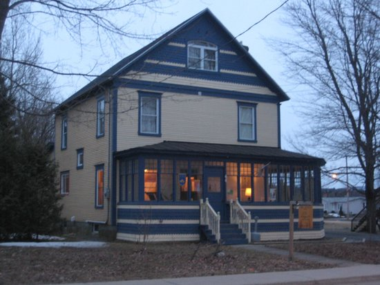 Sutton, Kanada: Front view in the evening