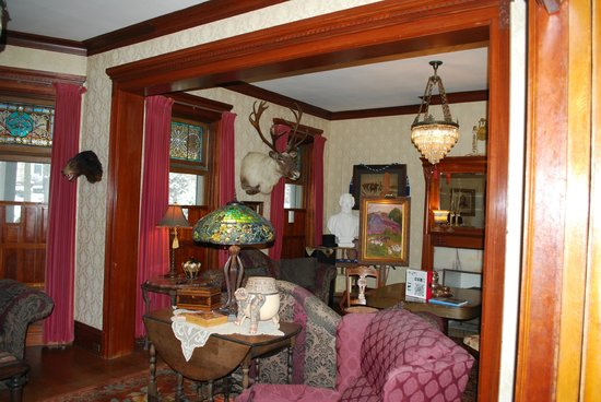 Smethport, Pensilvania: Front sitting room (1st floor)