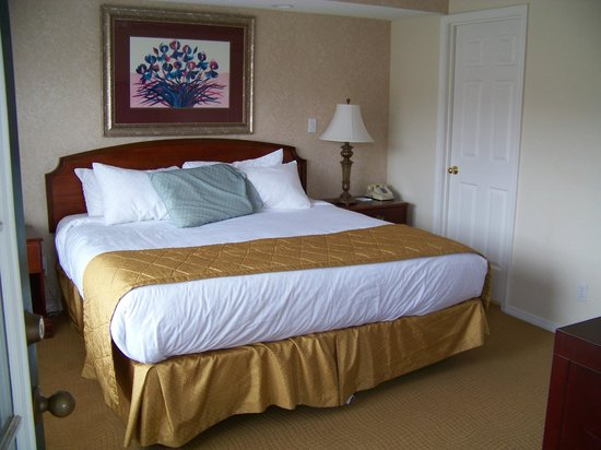 Suites at Fall Creek: Separate bedroom with King bed