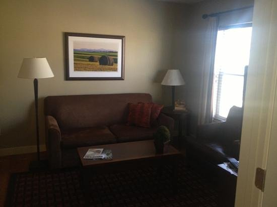 Green Mountain Suites Hotel: living room of 1 bedroom suite