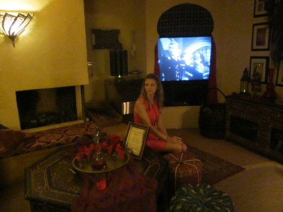 El Morocco Inn &amp; Spa: Tv/Library Room