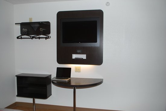 Motel 6 Indianapolis: TV with Multi-Media connection for Gaming.