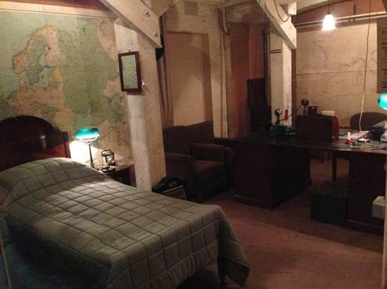 churchill 39 s bedroom picture of churchill war rooms london