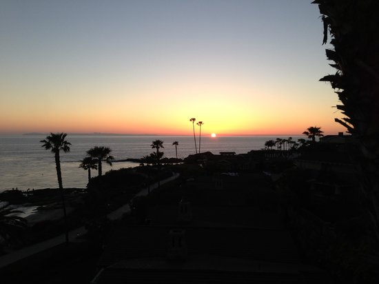 Montage Laguna Beach: Balcony sunset