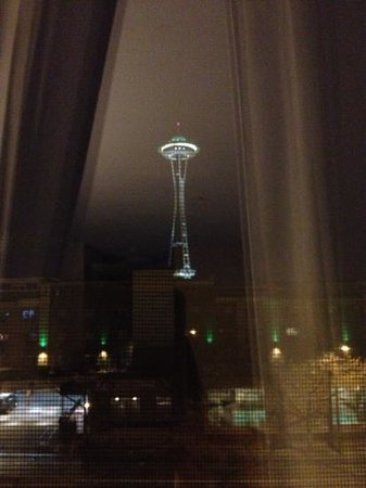 Holiday Inn Express Seattle City Center : Space Needle from our room 