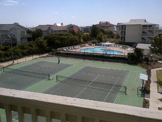 Peppertree Atlantic Beach, a Festiva Resort: overlooking tennis courts (which were pretty nice and maintained) and clover pool