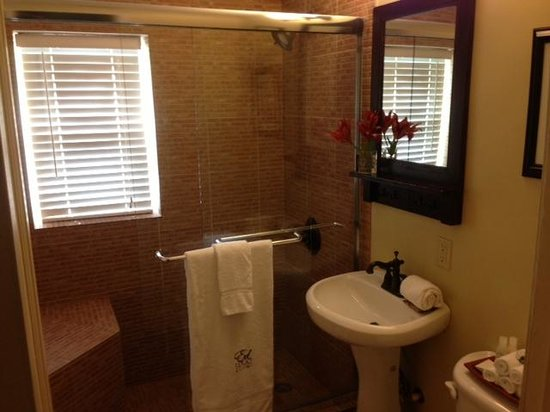 Wilton Manors, FL: Bathroom