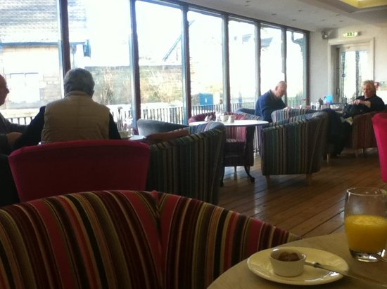 The Devonshire Arms at Beeley: Breakfast room
