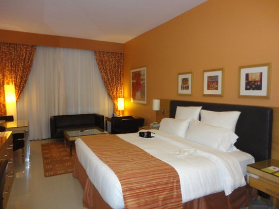 Four Points by Sheraton Bur Dubai: habitacion