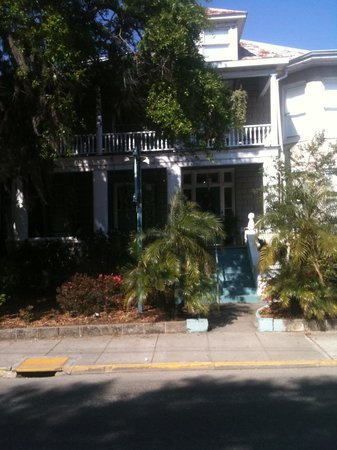 Southern Wind Inn: Front of Building