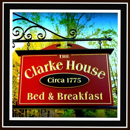 The Clarke House Bed & Breakfast: Our sign