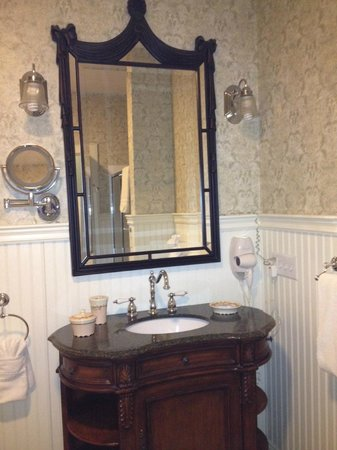 Old Manse Inn: Bathroom