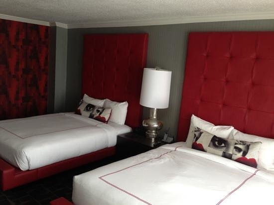 Rouge, a Kimpton Hotel : queen beds 