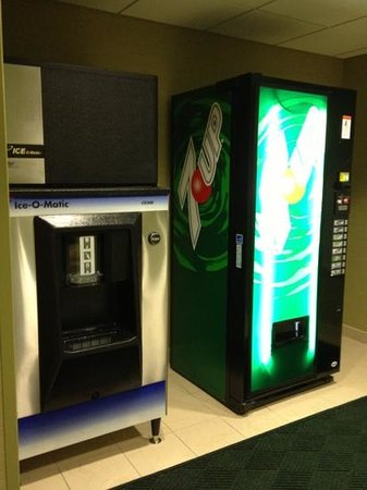 SpringHill Suites Billings: icemaker & vending machine