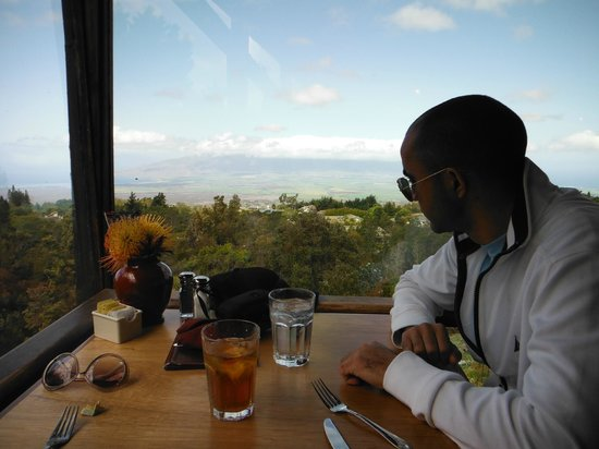 Kula Lodge: Our perfect table