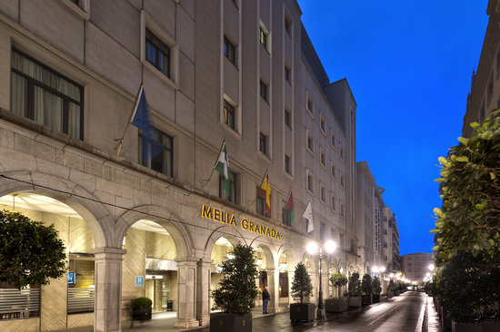 Melia Granada: Fachada Hotel Calle Ganivet
