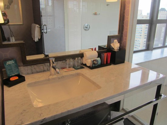 Hotel Palomar Philadelphia - a Kimpton Hotel: Bathroom