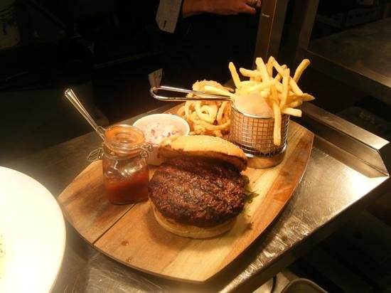 Shefford, UK : Now thats a Burger