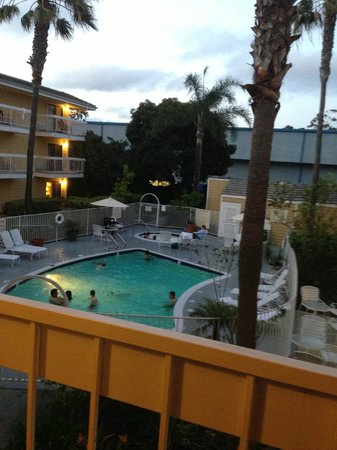 Hampton Inn San Diego-Sea World/Airport Area: pool view