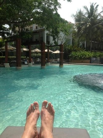 Veranda Resort and Spa Hua Hin Cha Am: relaxing by the pool