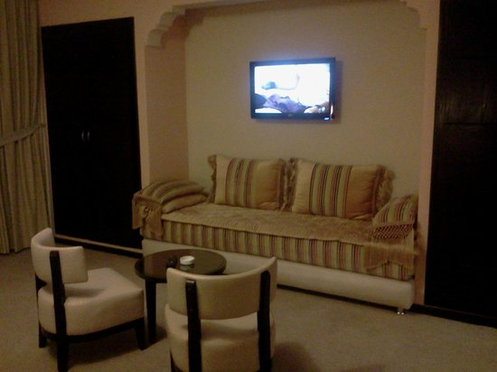 Salon marocain picture of hotel almas marrakech for Salon marocain nice
