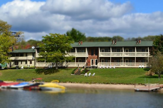 Photo of LakeStar Lodge McHenry