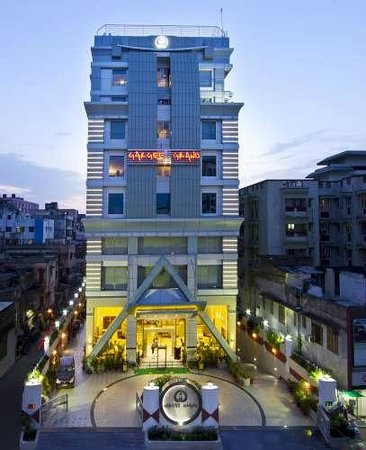 Hotel Gargee Grand