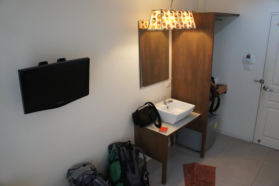 @Hua Lamphong Hostel: Another view of the room