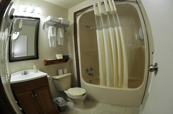 St. Peter&#39;s, Canada : 4 piece Bathroom in each room. 