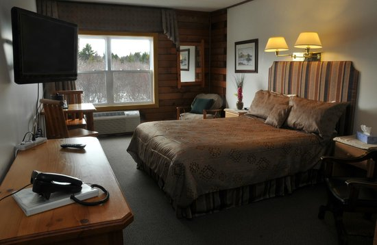St. Peter's, Canada: Queen size bed.