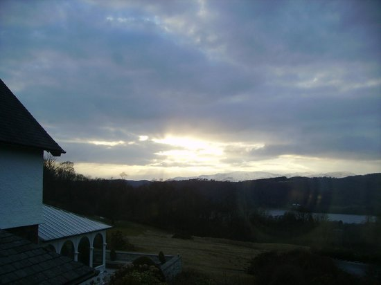 Linthwaite House Hotel: Looking to the west, the sunset