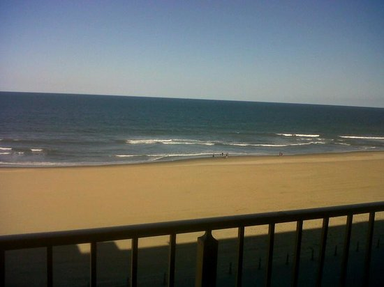 BEST WESTERN PLUS Oceanfront Virginia Beach: View from our balcony