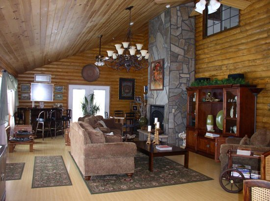 Grand Living Bed &amp; Breakfast: The sitting area, of the large Breakfast/kitchen room