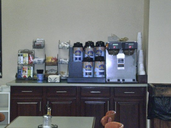 BEST WESTERN Williamsport Inn: Breakfast Coffee Area