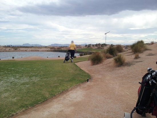 Roldan, Spagna: Leaving teebox beside smaller lake