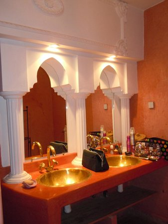 Riad Atlas Guest House: Bathroom