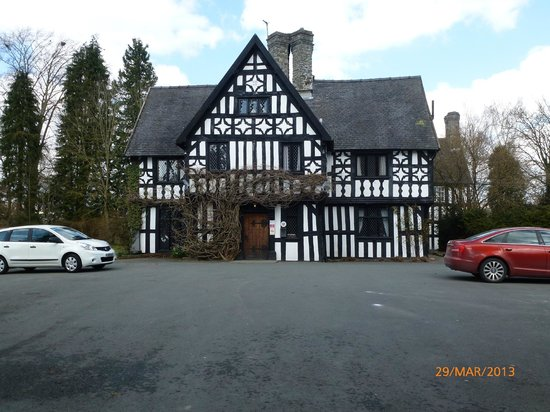 Maesmawr Hall Hotel: Front of hotel