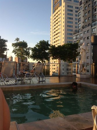 Aspen Square: Rooftop-Pool