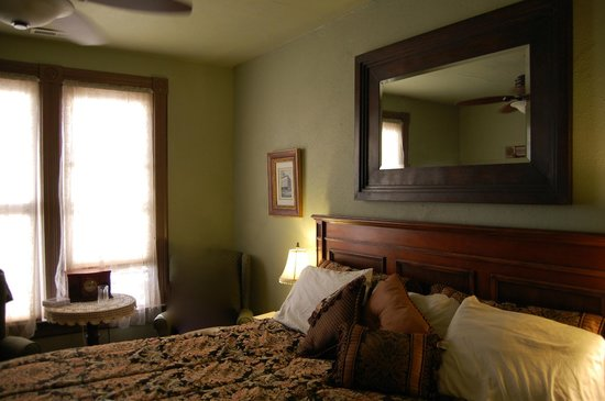 Swantown Inn: Our room