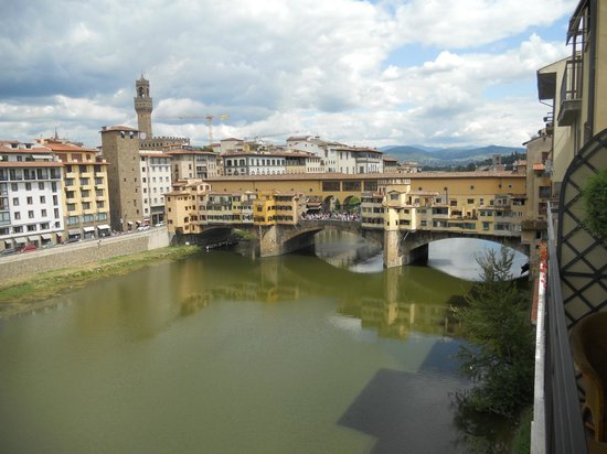Hotel Lungarno: View of the Ponte Vecchio from our room