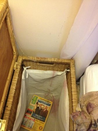 The French Manor Inn and Spa: Open our bed side table (I mean hamper), and SURPRISE!