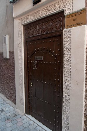 Riad Al Karama: Puerta del riad
