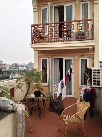 Hanoi Paradise Hangbac Hotel: roof top deck