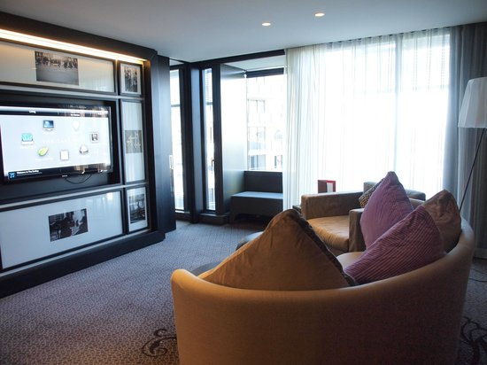 jewel spa suite tv system aircon lights picture of. Black Bedroom Furniture Sets. Home Design Ideas