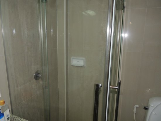 Ao Nang Beach Resort: shower cubicle