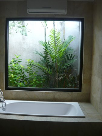 La Villais Exclusive Villa & Spa: Bathtub